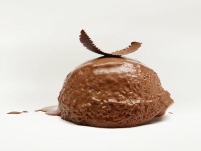 黑巧克力慕斯 和可可豆酥饼
